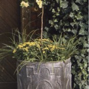 The Lead English Planter Round