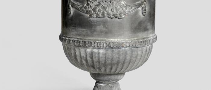 planters-lead-regency-urn