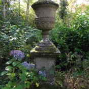 planters-stone-twickenham-urn